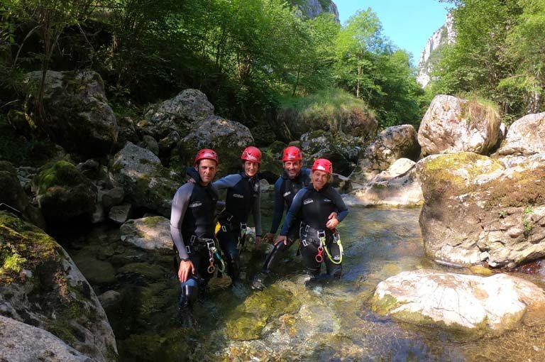 Cuál es la mejor empresa de Asturias para hacer barranquismo - Los Cauces Multi Aventura
