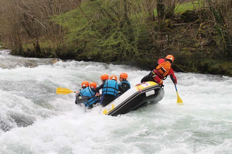 Rafting barato en Asturias. Los Cauces Multi Aventura. Especialistas en rafting en Asturias.