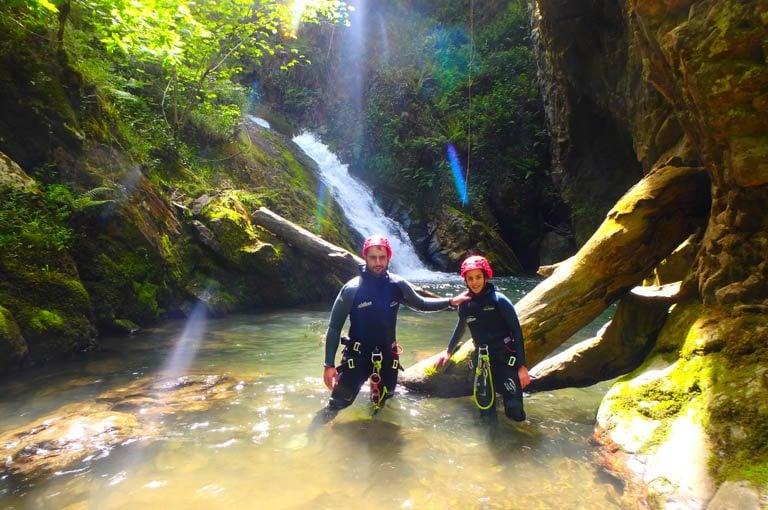 ¿Qué es el Descenso de Cañones? Los Cauces MultiAventura. Barranquismo en Asturias.